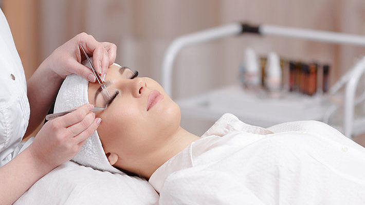 Eyelash Extensions and the All-Day Makeover: Timing Matters