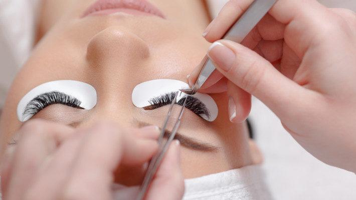 Should You Be Afraid of Eyelash Extensions? (No – No, You Shouldn't!)